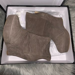 BOUTIQUE 9 BROWN SUEDE BOOTIES/WEDGES